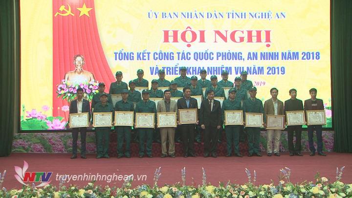 UBND tỉnh tặng Bằng khen cho 25 tập thể có thành tích xuất sắc trong công tác quốc phòng quân sự địa phương năm 2018.