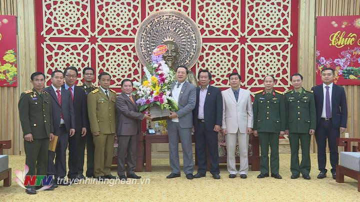 Đoàn công tác tỉnh Xiêng Khoảng thăm và chúc Tết tỉnh Nghệ An