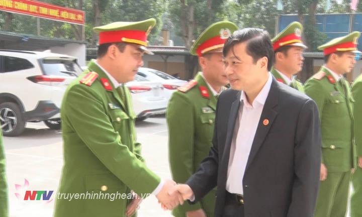 Phó Chủ tịch UBND tỉnh Lê Hồng Vinh chúc Tết LLVT