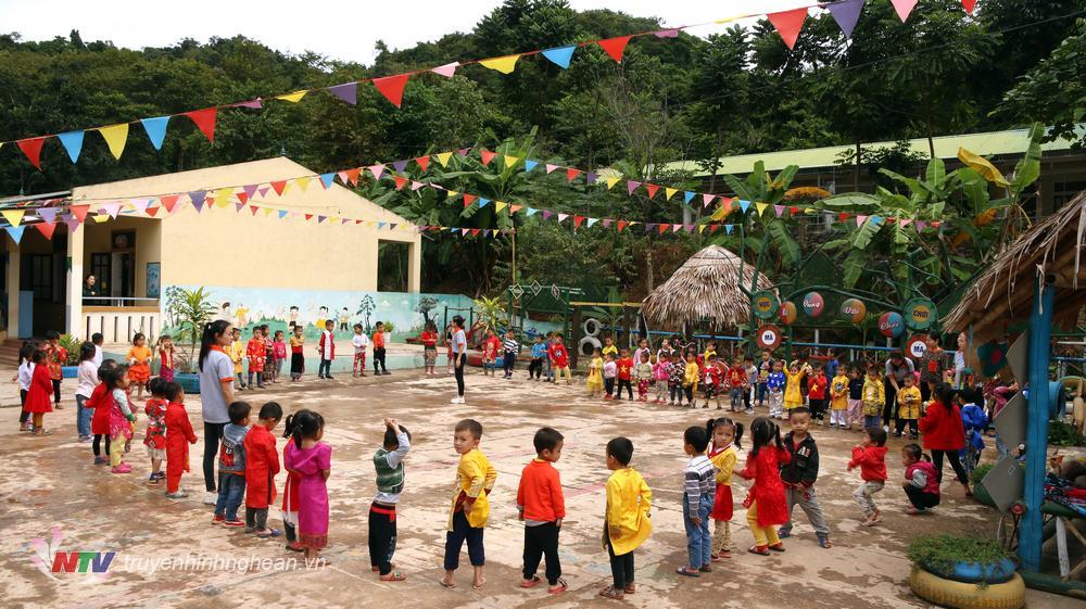 Trường Mầm non Mai Sơn thuộc xã biên giới Mai Sơn, trường có 1 điểm trường chính và 4 điểm trường lẻ. Tuy đóng trên địa bàn xã biên giới, nhưng những năm qua tập thể cán bộ, giáo viên nhà trường đã khắc phục khó khăn vươn lên là một trong những điểm sáng trong công tác dạy và học.