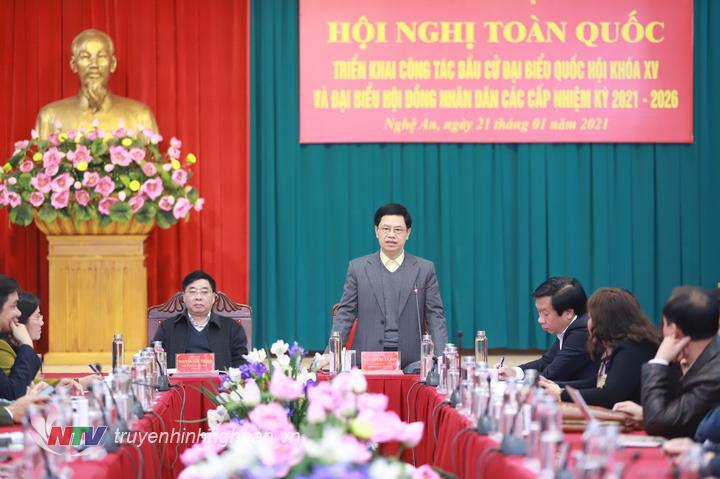 Đồng chí Nguyễn Xuân Sơn - Chủ tịch HĐND tỉnh Nghệ An quán triệt một số nội dung ngay sau Hội nghị.