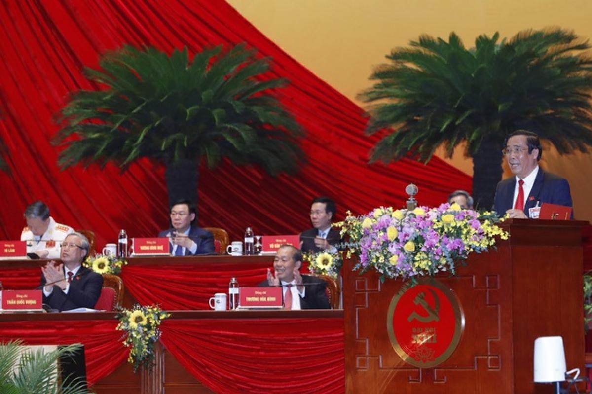 Ông Nguyễn Thanh Bình, Phó Trưởng ban Thường trực Ban Tổ chức Trung ương khóa XII thay mặt Ban Kiểm phiếu Đại hội báo cáo kết quả bầu cử, công bố danh sách các đồng chí trúng cử vào Ban Chấp hành Trung ương khóa XIII.