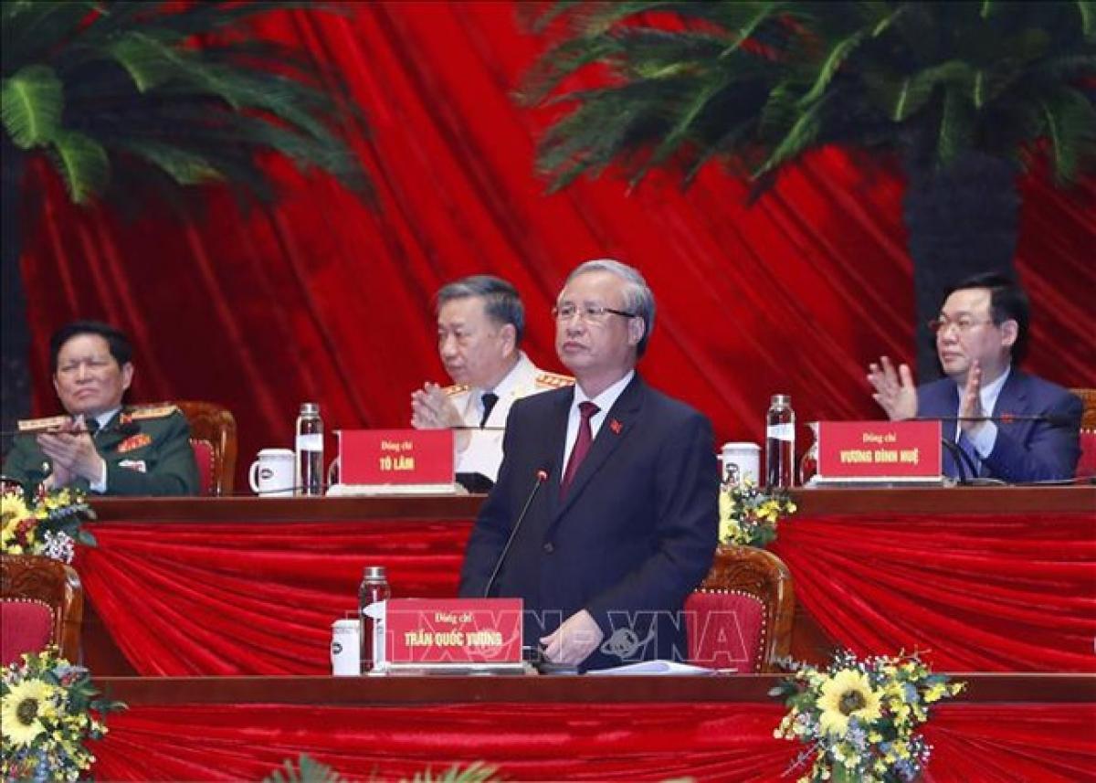 Ủy viên Bộ Chính trị, Thường trực Ban Bí thư Trần Quốc Vượng thay mặt Đoàn Chủ tịch điều hành phiên họp.