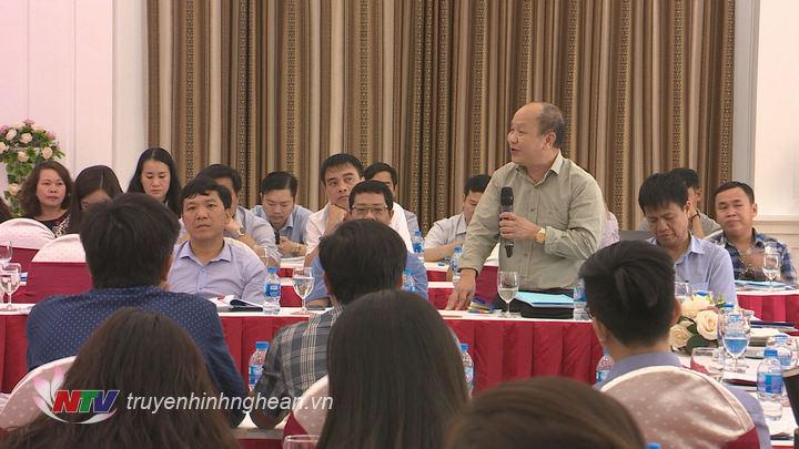 Nhiều ý kiến của các nhà báo tham gia phát biểu tại buổi họp báo.