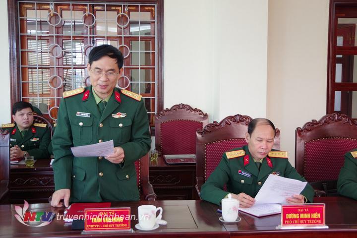 Đại tá Trần Văn Hùng, Ủy viên BTV Tỉnh ủy, Chỉ huy truongr Bộ CHQS tỉnh báo cáo kết quả công tác hậu cần chuẩn bị cho mùa huấn luyện 2019 của LLVT tỉnh (Hoàng Anh)