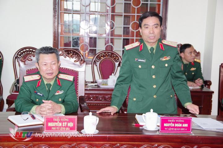 Thiếu tướng Nguyễn Doãn Anh, Tư lệnh Quân khu phát biểu đề xuất 5 nội dung công tác hậu cần với đoàn công tác TCHC (Phong Quang)