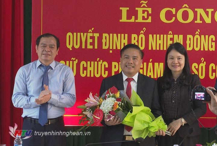 Lãnh đạo Sở Công thương tặng hoa chúc mừng tân Phó Giám đốc