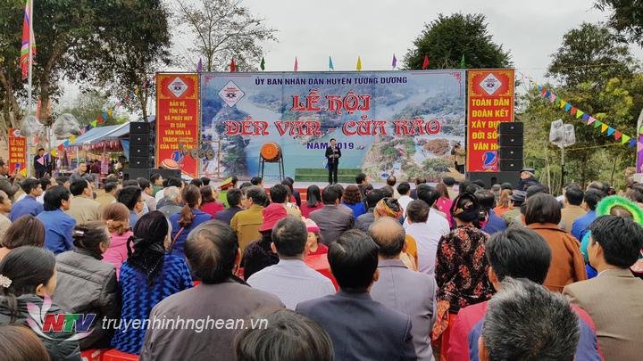 Quang cảnh khai mạc lễ hội.