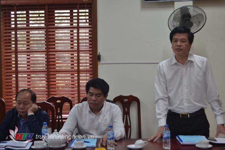 anh 2 lãnh đạo huyện Con Công cho biết một số khó khăn về thực trạng phát triển sản xuất lâm nghiệp truyên địa bàn huyện