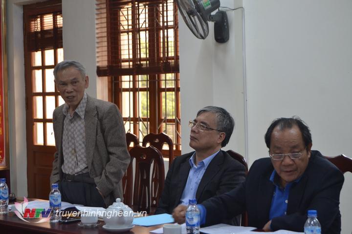 anh 3 đồng chí trương Đình Tuyển định hướng các giải pháp triển lâm nghiệp trên địa bàn Con Cuông.