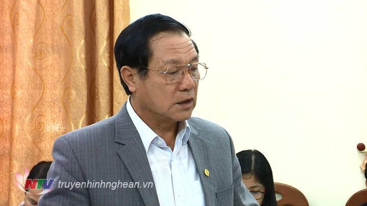 Phó Chủ tịch UBND tỉnh Lê Minh Thông phát biểu tại phiên họp.
