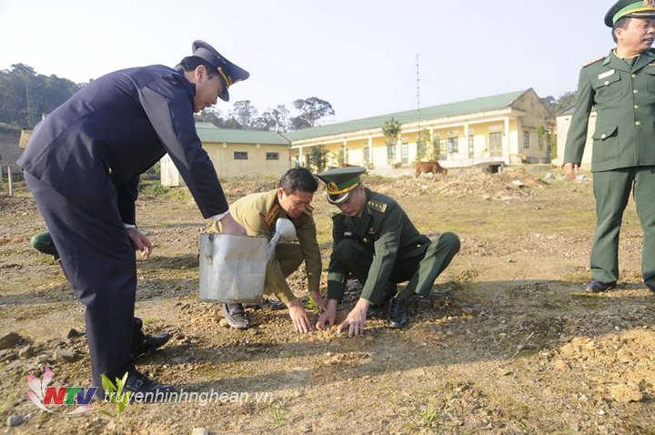 CBCS các đơn vị trồng cây Tết Kỷ Hợi 2019 trong khu vực cửa khẩu Thanh Thủy – Nậm On
