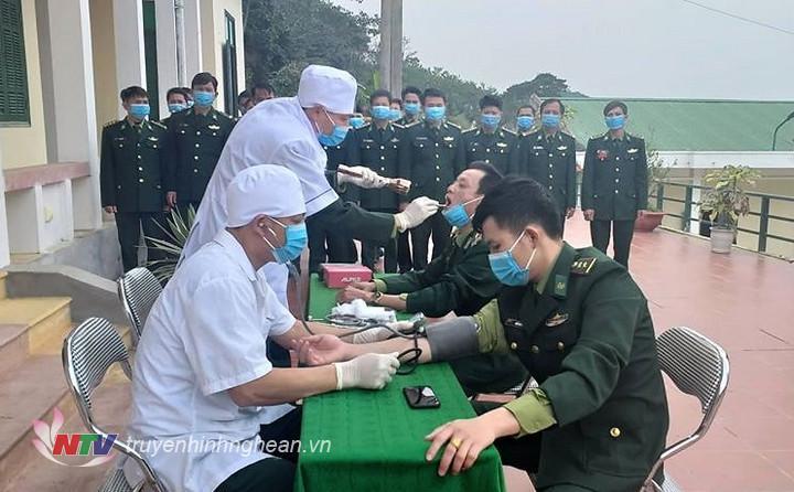 Quân y thường xuyên khám, kiểm tra sức khỏe cho CBCS đơn vị