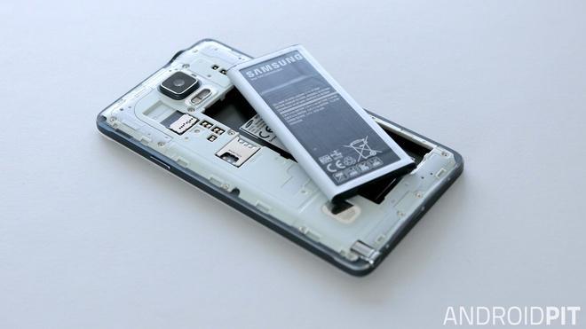 Pin rời đã từng là lợi thế cạnh tranh, đặc điểm nhận diện của smartphone Android trong cuộc chiến với iPhone.