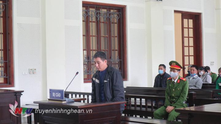 Bị cáo Nguyễn Xuân Tú tại tòa.