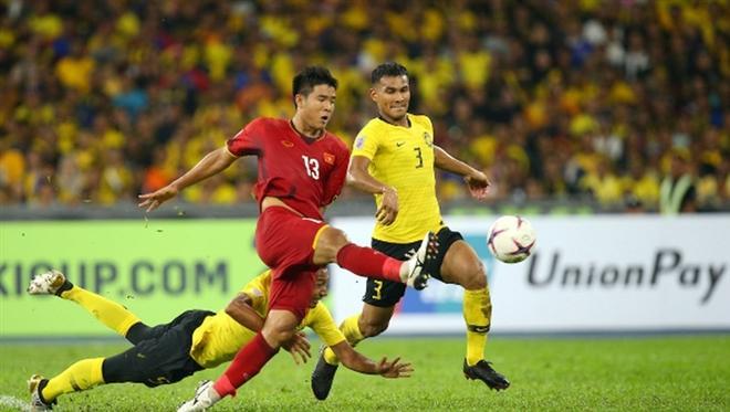 Đội tuyển Việt Nam đang đứng đầu bảng, hơn Malaysia 2 điểm.
