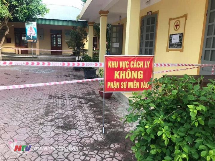 Gia đình anh T.A.T đang được cách ly tại Trạm y tế xã Hưng Thông