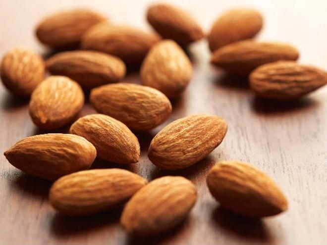 Hạt hạnh nhân: Các loại vitamin và dưỡng chất trong hạt hạnh nhân có tác dụng giữ các liên kết chặt chẽ trong dạ dày