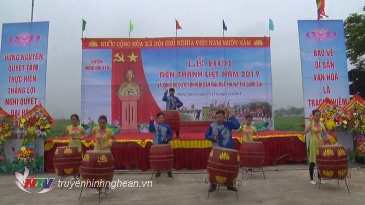 Màn đánh trồng khai hội Lễ hội đền Thanh Liệt.