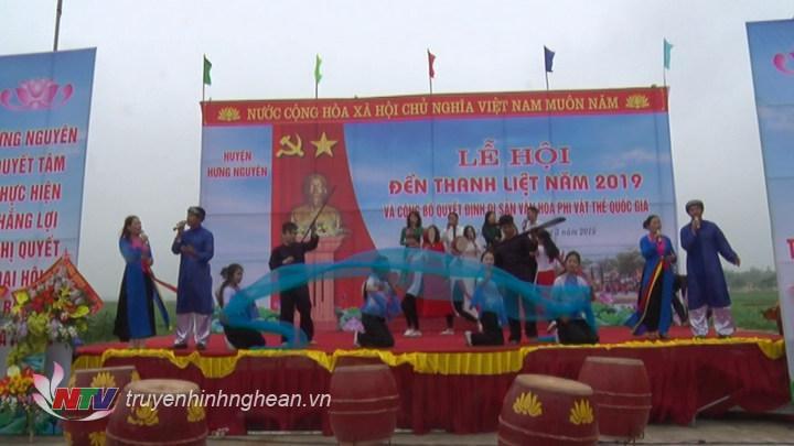 Tiết mục văn nghệ tại lễ khai hội Đền Thanh Liệt.