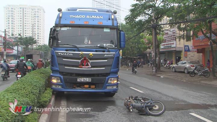 Hiện trường vụ tai nạn làm 2 người thương vong.