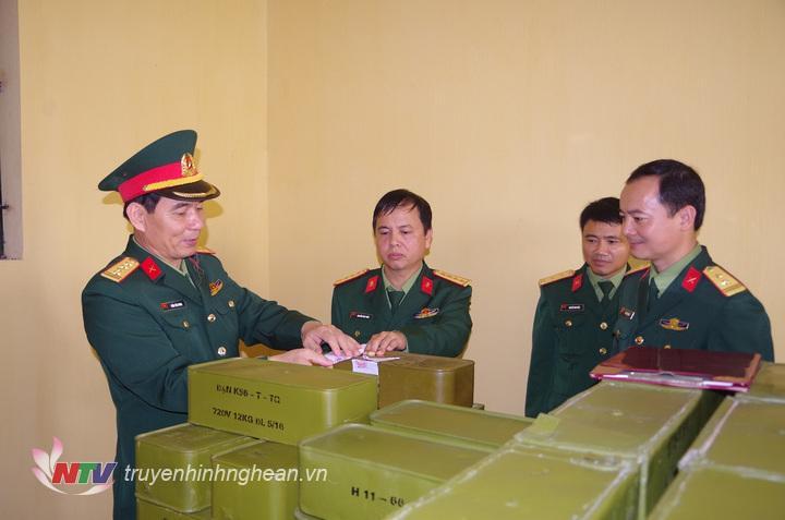 Kiểm tra Kho bảo quản đạn sẵn sàng chiến đấu của các đơn vị cơ sở. (Ảnh tư liệu)