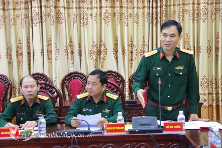 Đại tá Trần Văn Hùng, Ủy viên Ban thường vụ TƯ, Chỉ huy trưởng, Phó Chủ tịch HĐ TĐ-KT Bộ CHQS tỉnh phát biểu chỉ đạo tại hội nghị