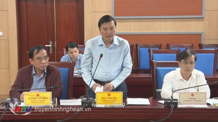 Phó Chủ tịch UBND tỉnh Lê Hồng Vinh phát biểu tại phiên họp.