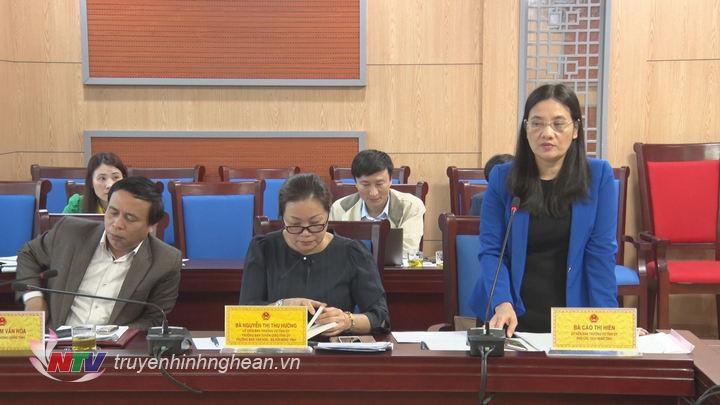 Phó Chủ tịch HĐND tỉnh Cao Thị Hiền cho rằng, nội dung giám sát thu ngân sách mang tính chuyên sâu, vì vậy, đề cương phải được xây dựng khoa học, bài bản, tạo hiệu quả cao trong giám sát.