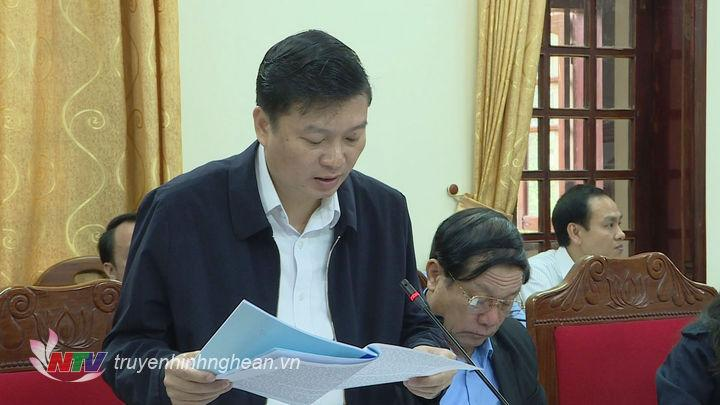 Phó Chủ tịch UBND tỉnh Lê Hồng Vinh báo cáo kết quả thực hiện tháng 2.