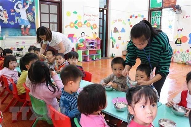 Hoạt động dạy và học của cô và trò Trường Mầm non Thanh Khương. (Ảnh: Thanh Thương/TTXVN)