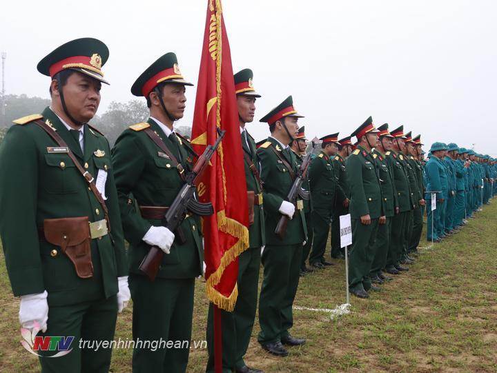Cấc lực lượng tham gia lễ ra quân.