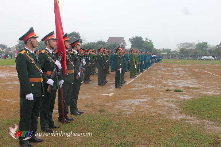 Tham gia lễ ra quân huấn luyện có gần 500 người tham gia.