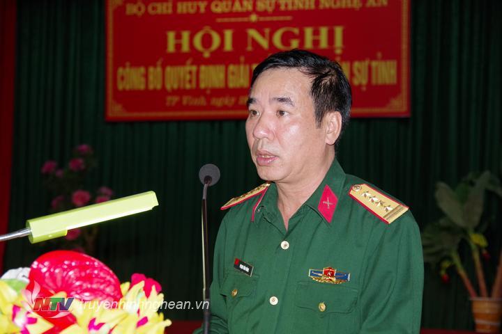 Đại tá Phạm Văn Đông, Chính ủy Bộ CHQS tỉnh phát biểu tại lễ công bố quyết định.