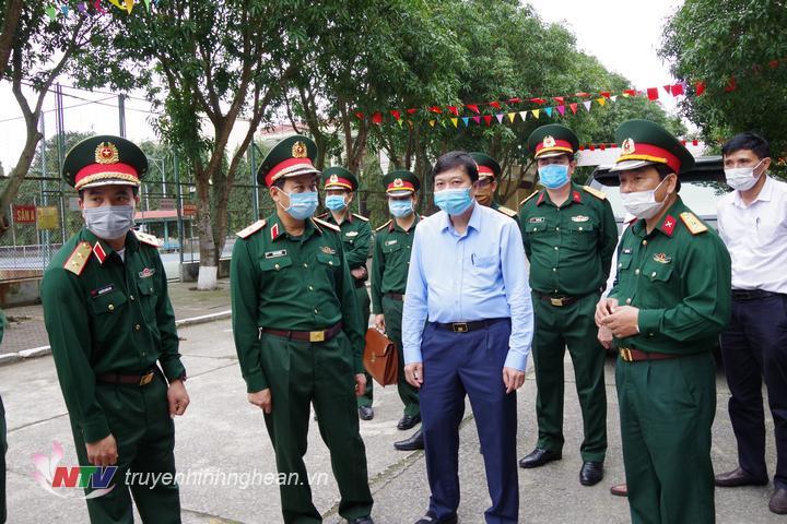 n kiểm tra Quân khu 4 thị sát khu vực chuẩn bị đón công dân từ các nước trở về tại Cửa Hội.