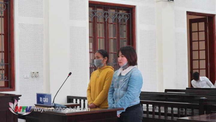 Hai bị cáo tại tòa.