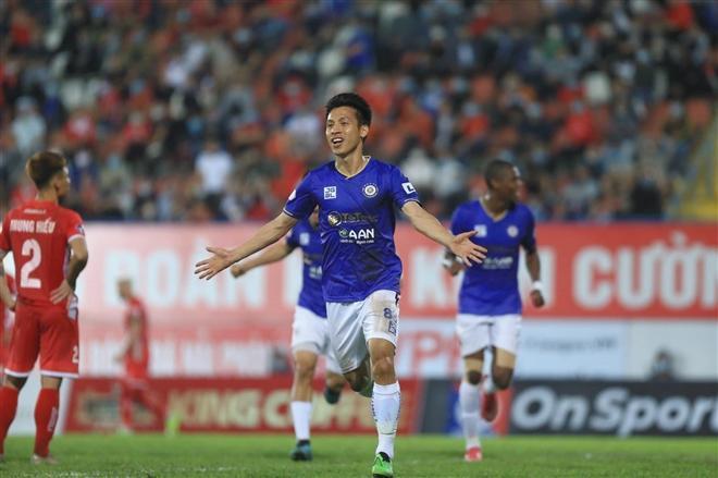Hùng Dũng ghi bàn mở tỉ số cho Hà Nội FC.