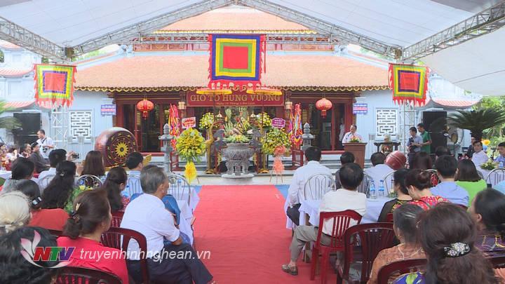 Quang cảnh lễ giỗ Tổ Hùng Vương tại đền thờ Hồng Sơn.