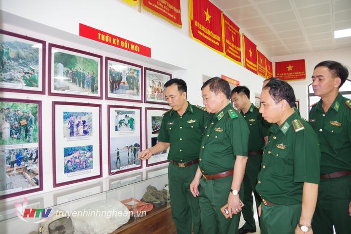Tư lệnh BĐBP Hoàng Xuân Chiến thăm phòng truyền thống BĐBP Nghệ An.
