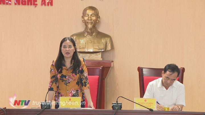 Phó Chủ tịch HĐND tỉnh Cao Thị Hiền phát biểu kết luận cuộc họp.