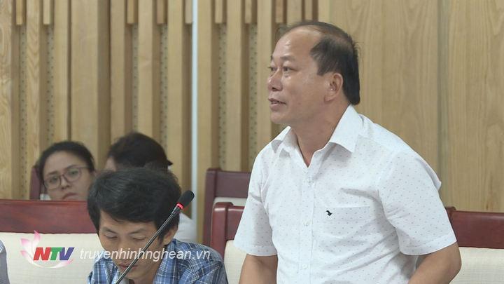 Đại diện lãnh đạo huyện Con Cuông phát biểu tại cuộc họp.