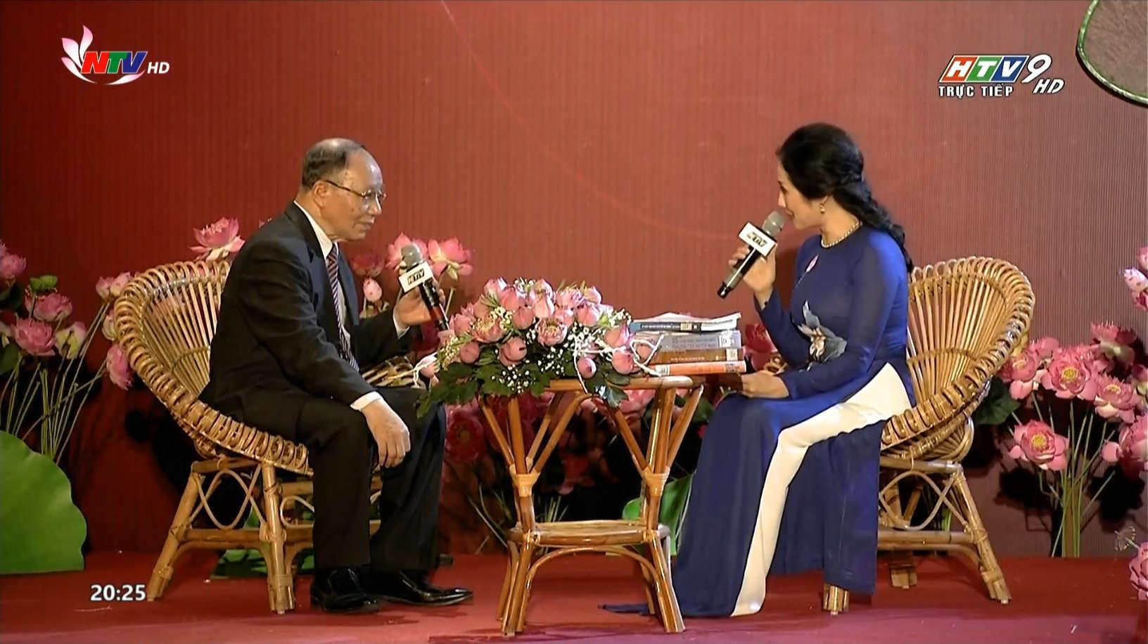Giáo sư, Tiến sỹ Hoàng Chí Bảo giao lưu Cầu truyền hình