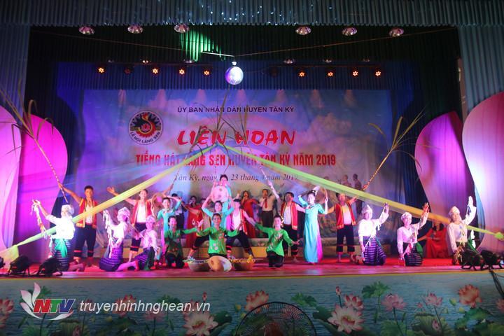 Tiết mục của xã Tân Xuân.