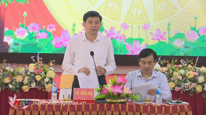 Đ/c Kha Tám - Phó ban Tuyên giáo Tỉnh uỷ phát biểu tại hội nghị.