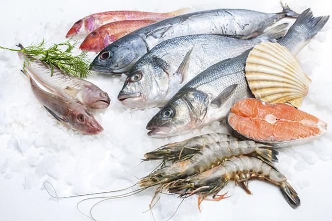 Cá, tôm, sò... là những thực phẩm tốt giúp kiêng mỡ.