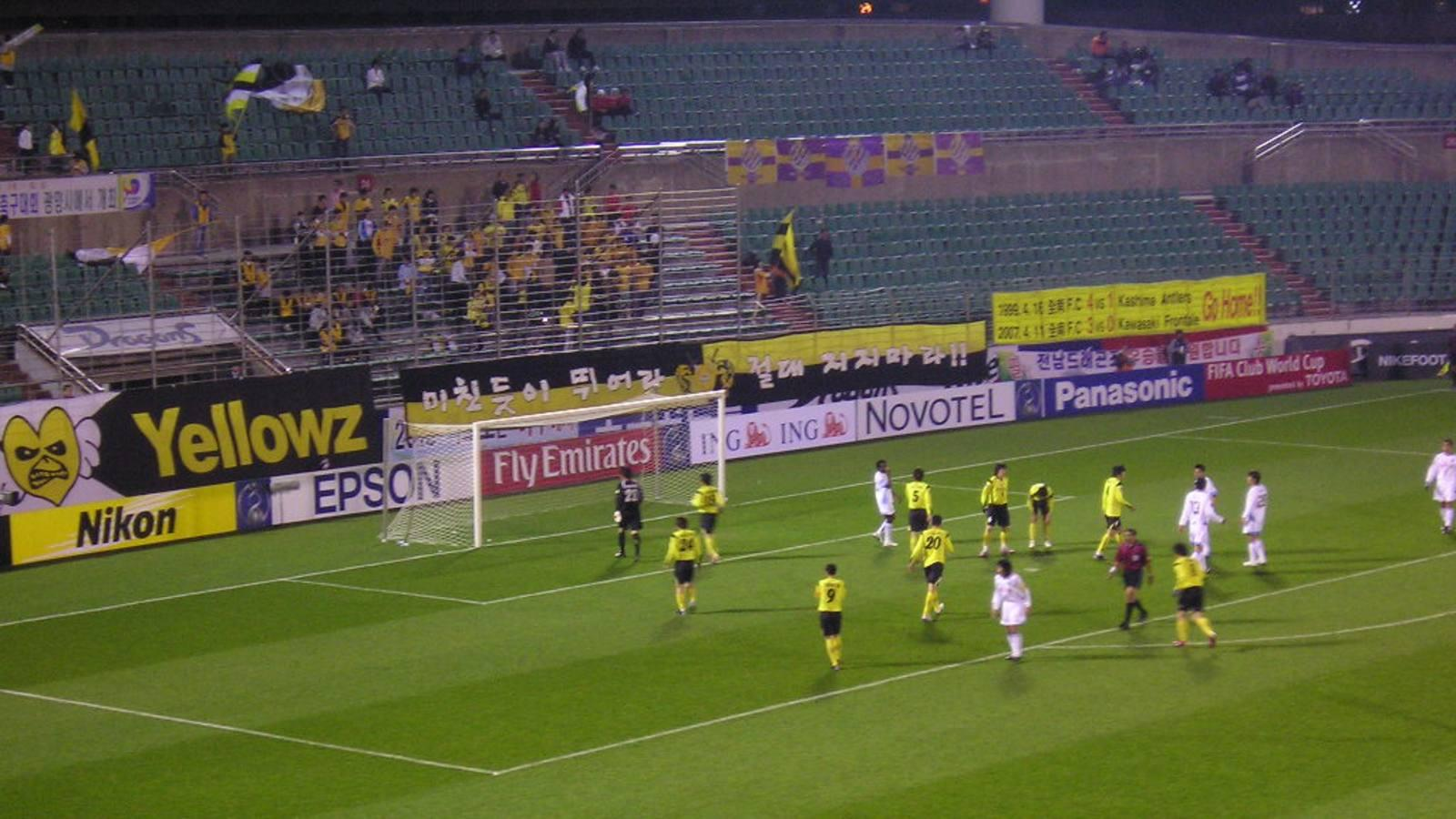 Các CLB ở K-League gặp khó khăn trong việc thu hút CĐV tới sân.