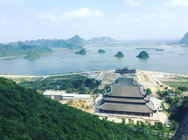 Phong cảnh ở Chùa Tam Chúc đẹp tựa Vịnh Hạ Long thu nhỏ.
