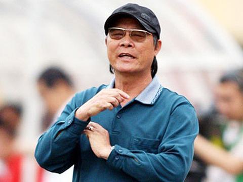 Cựu HLV U23 Việt Nam và CLB SLNA Nguyễn Thành Vinh.