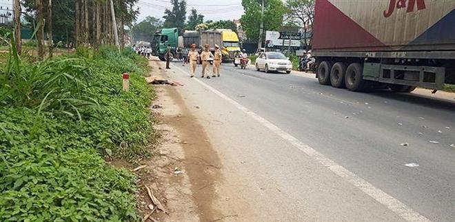 Hiện trường vụ tai nạn tại thôn xã Đồng Tân, huyện Hữu Lũng (Lạng Sơn) làm một người chết, bốn người bị thương nặng.