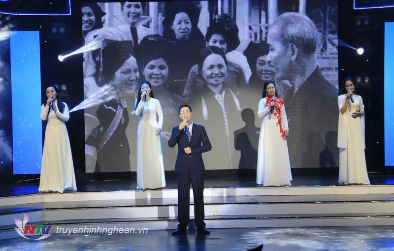 """Ca khúc """"Tiếng hát giữa rừng Pắc Pó"""" - Ca sỹ Thiều Quang biểu diễn."""